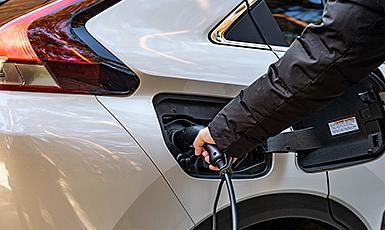 Elektryczny i hybrydowy SUV coupe z wyjątkową możliwością jazdy w 3 trybach